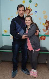 «Мы с женой очень благодарны врачам, которые помогли нам с Надей стать счастливыми родителями», — говорит Вячеслав. Фото Сергея ТУШИНСКОГО, «ФАКТЫ»